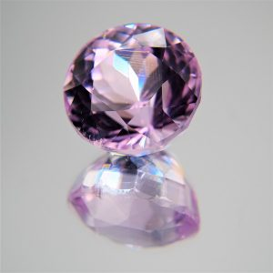Kunzite - Round Pink faceted with Tourmalin Needles 18,10ct. 15,0x12,5mm (1723A)